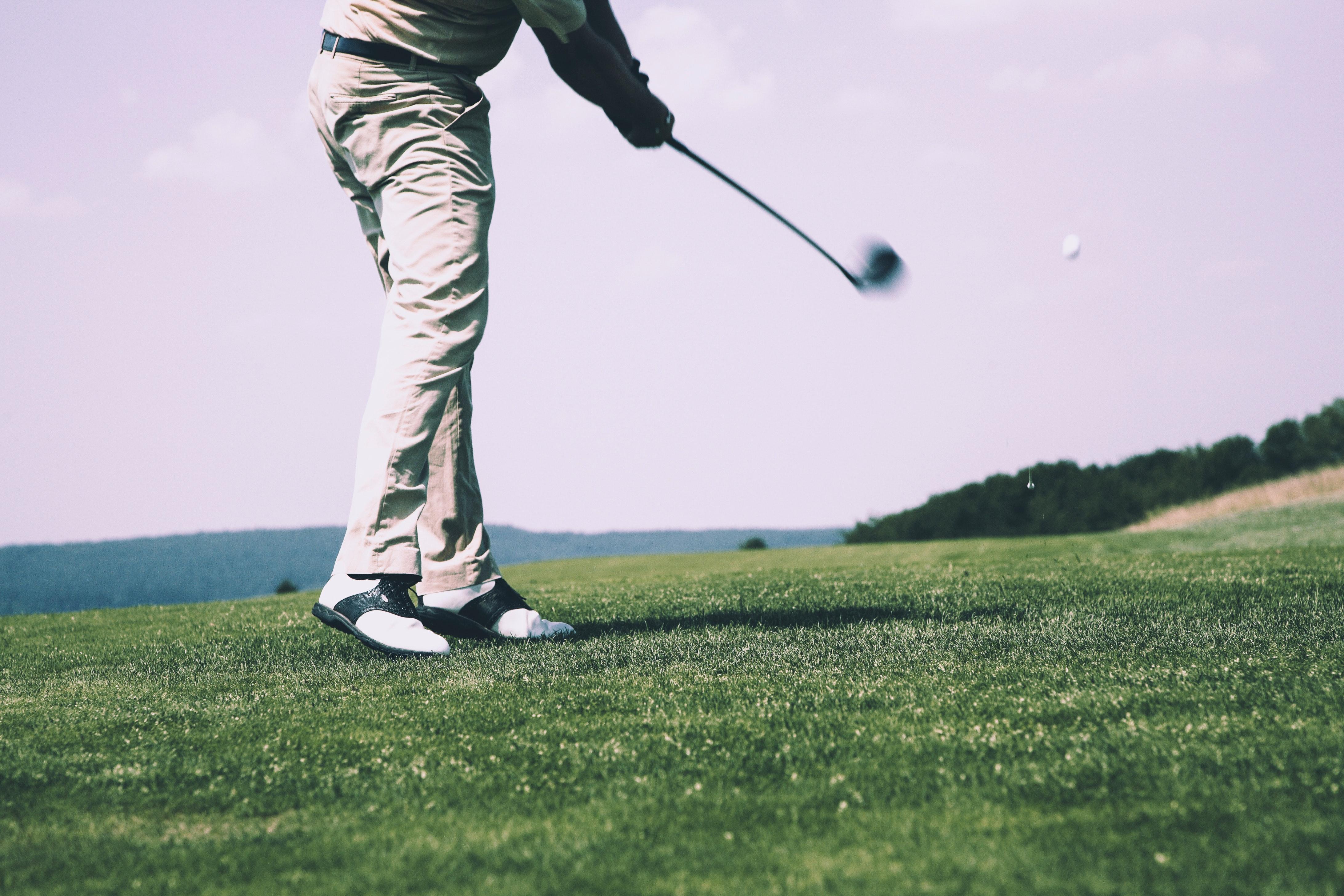 Golfbana med en golfspelare